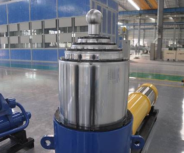 Multistage oil cylinder
